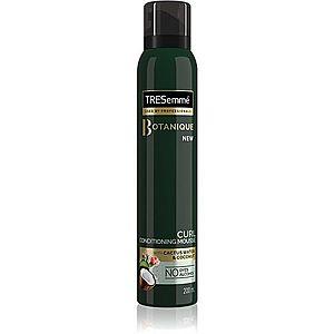 TRESemmé Botanique Cactus Water & Coconut stylingová pěna pro kudrnaté vlasy 200 ml obraz